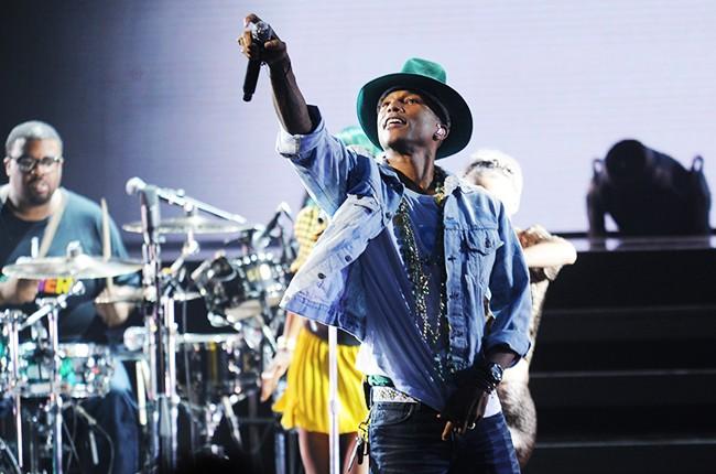 Pharrell performs The Apollo Theatre