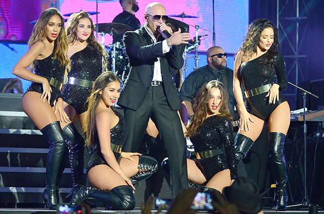 Pitbull New Years Eve