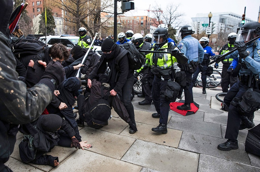 Police officers push a group of demonstrators back before the inauguration of President-elect Donald Trump January 20, 2017 in Washington, DC.