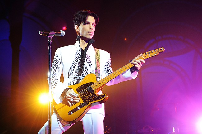 prince-2009-Grand-Palais-in-Paris-