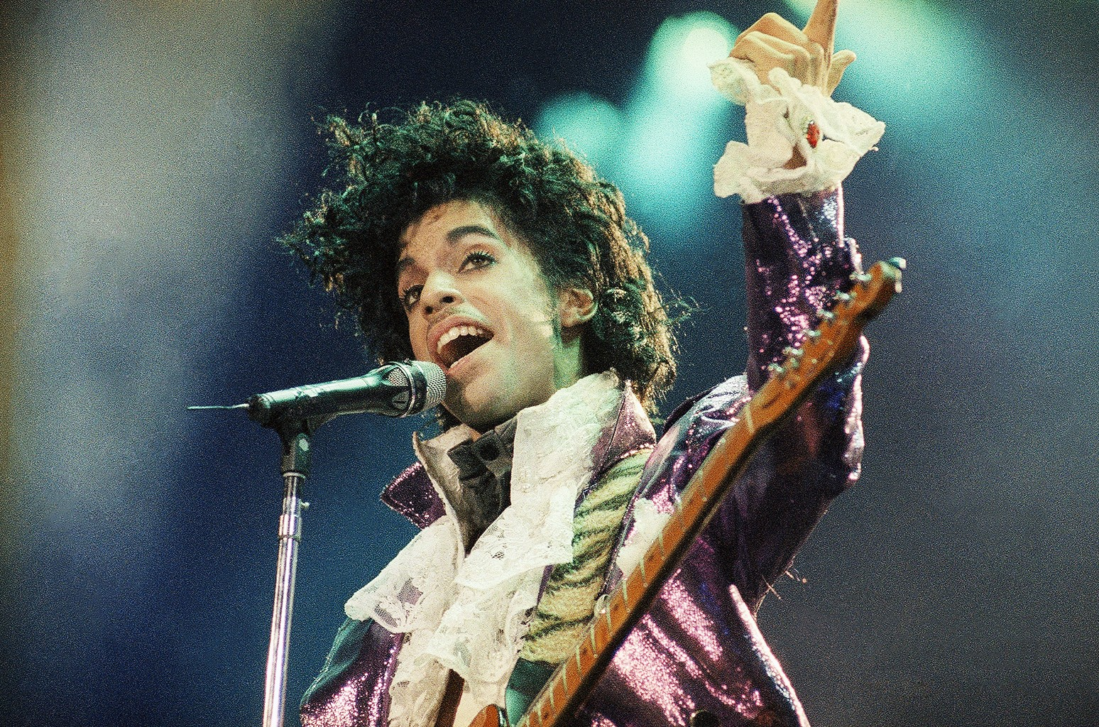 Prince performs on Feb. 18, 1986 at the Forum in Inglewood, Calif.