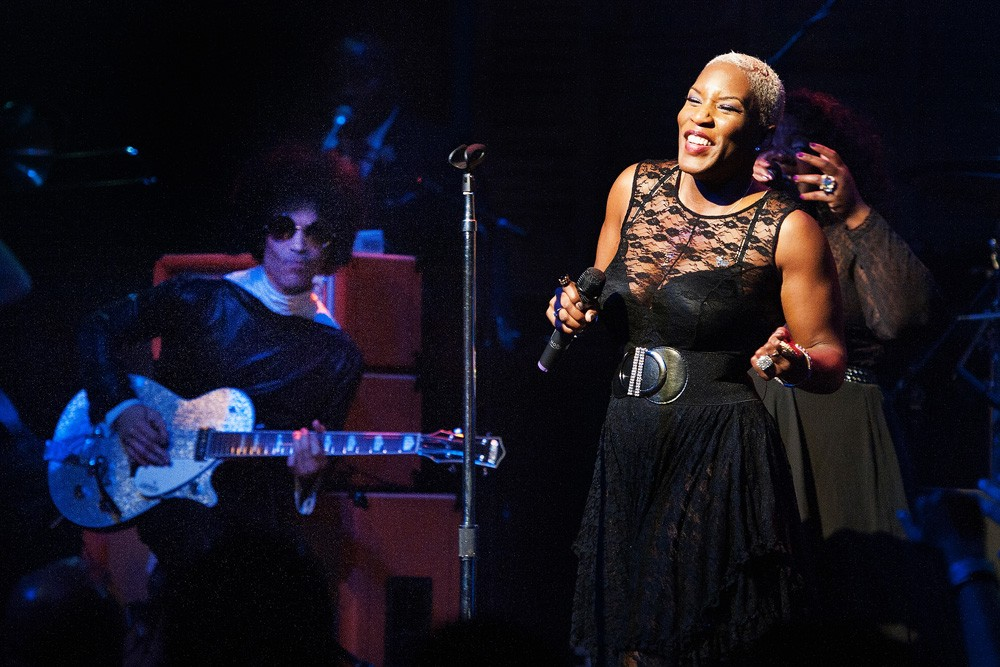 Prince performs with Liv Warfield