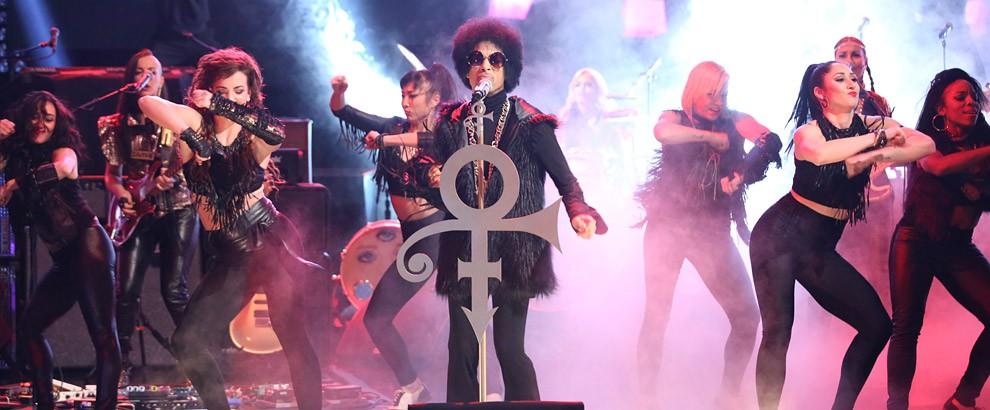 Prince performs on The Arsenio Hall Show