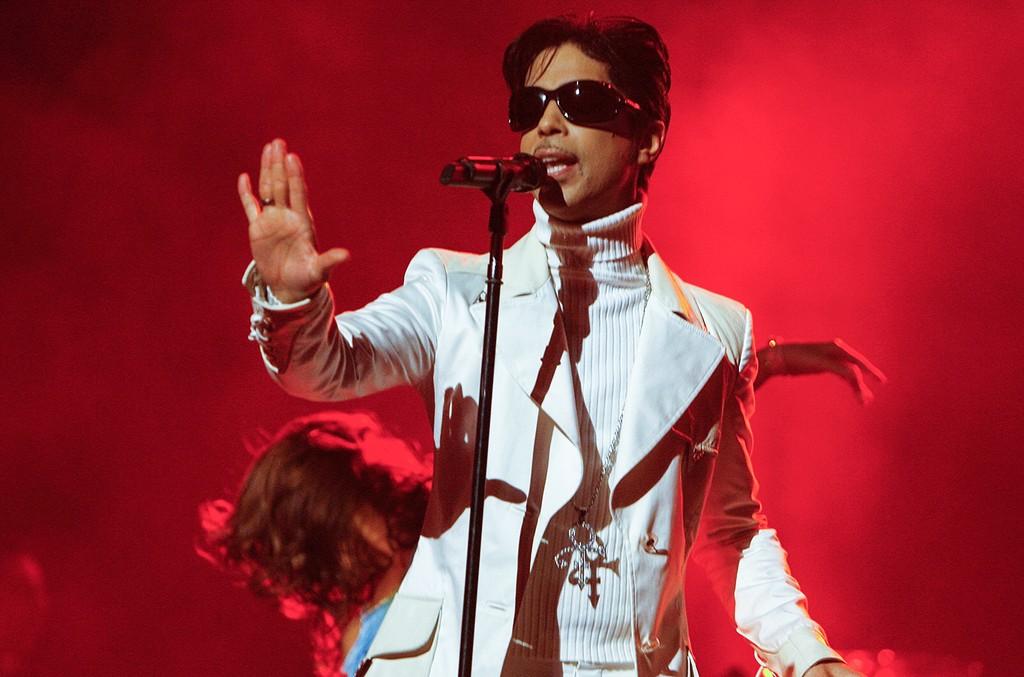 Prince performs during the 2007 NCLR ALMA Awards held at the Pasadena Civic Auditorium on June 1, 2007 in Pasadena, Calif.