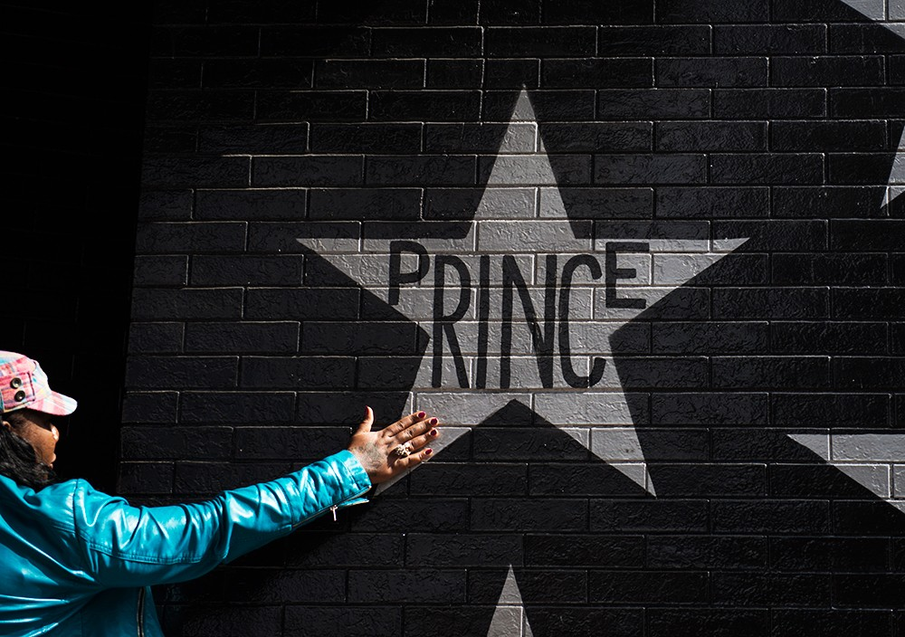 prince-tributes-first-avenue-venue-01-2016