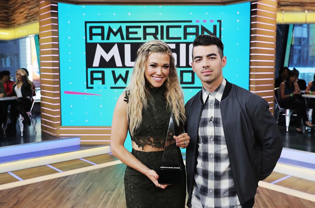 Rachel Platten & Joe Jonas