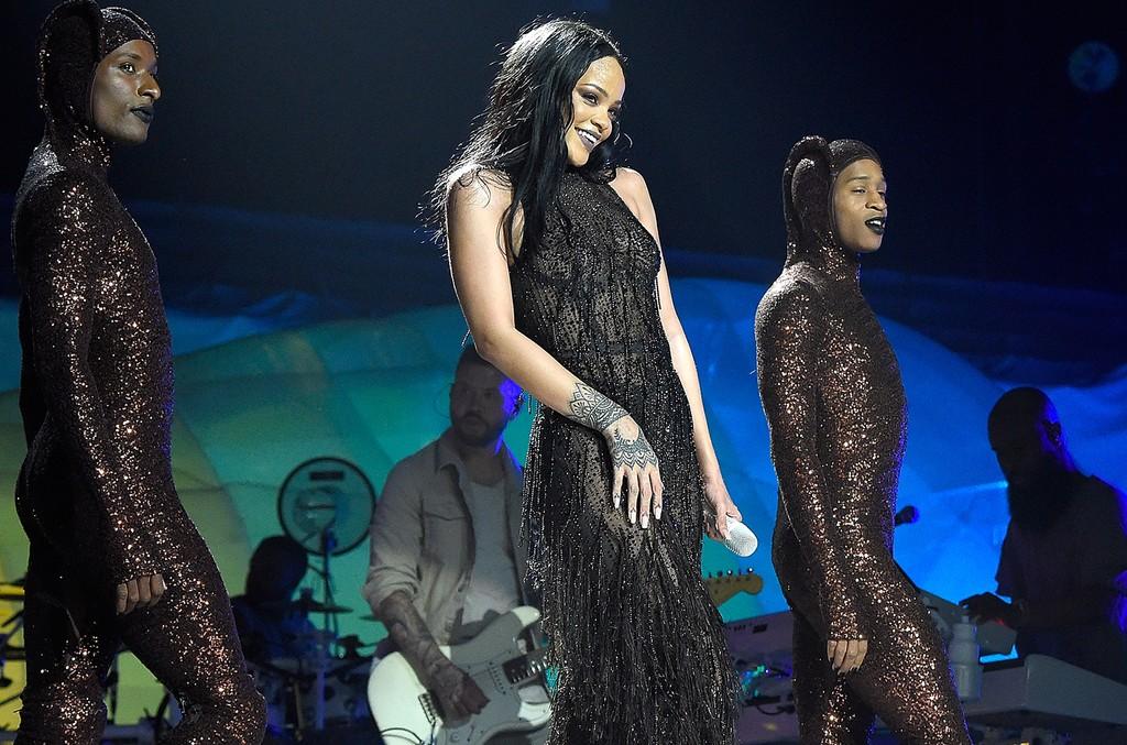 Rihanna performs during anti world tour 2016