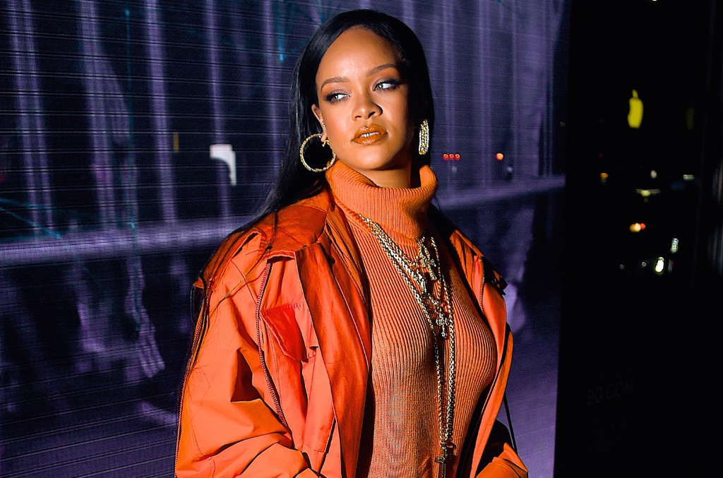 Rihanna Donates Much-Needed Safety Gear to New York Hospitals ...