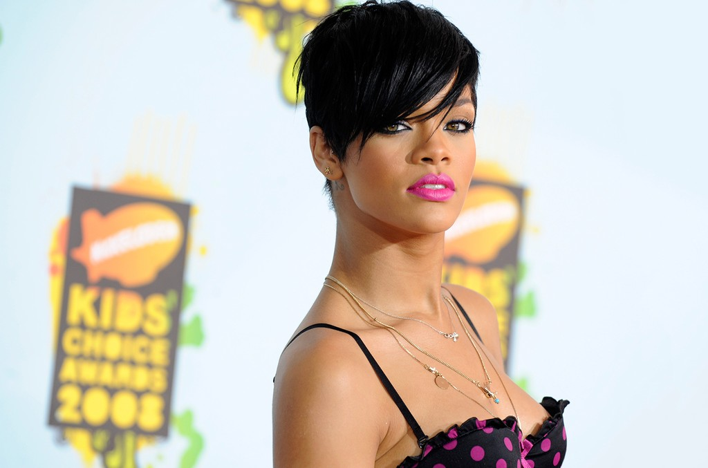Rihanna arrives at the 21st Annual Kids' Choice Awards on March 29, 2008 in Los Angeles.