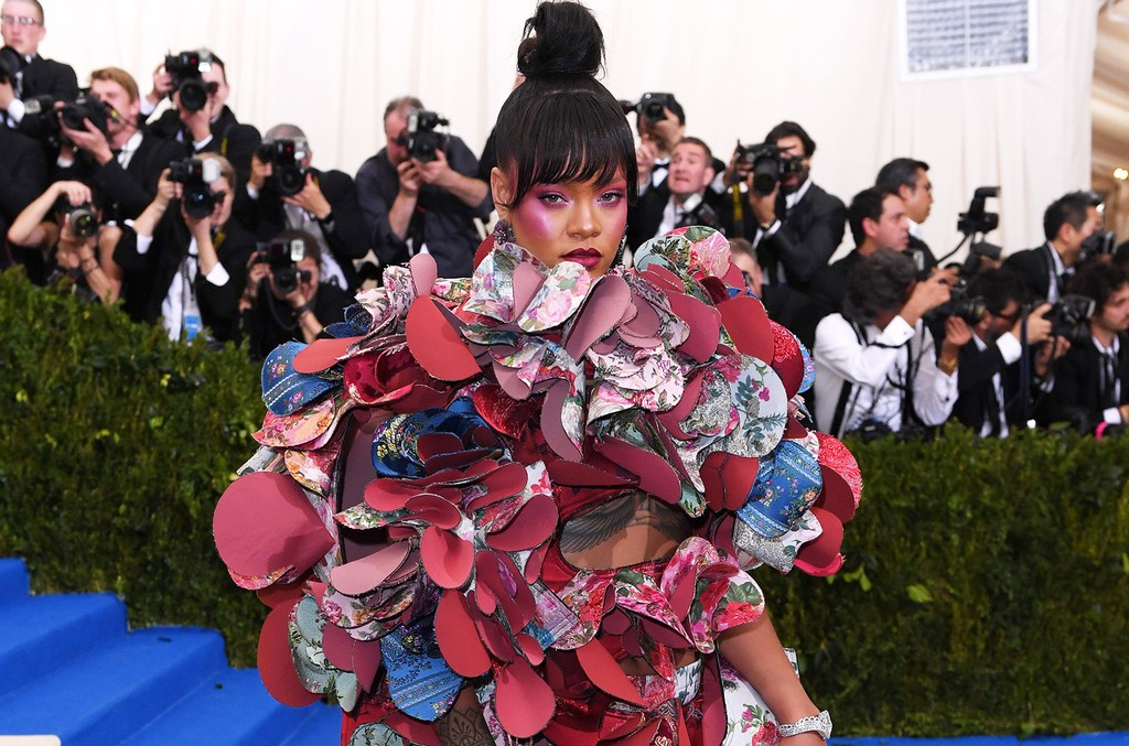 """Rihanna attends """"Rei Kawakubo/Comme des Garcons: Art Of The In-Between"""" Costume Institute Gala at Metropolitan Museum of Art on May 1, 2017 in New York City."""
