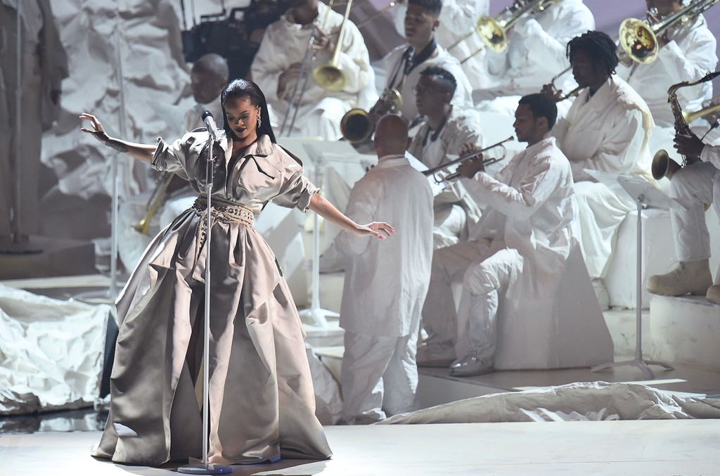 Rihanna performs onstage during the 2016 MTV Video Music Awards
