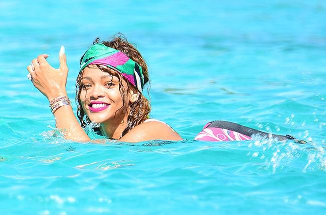 rihanna-swimming-barbados-2015-billboard-650