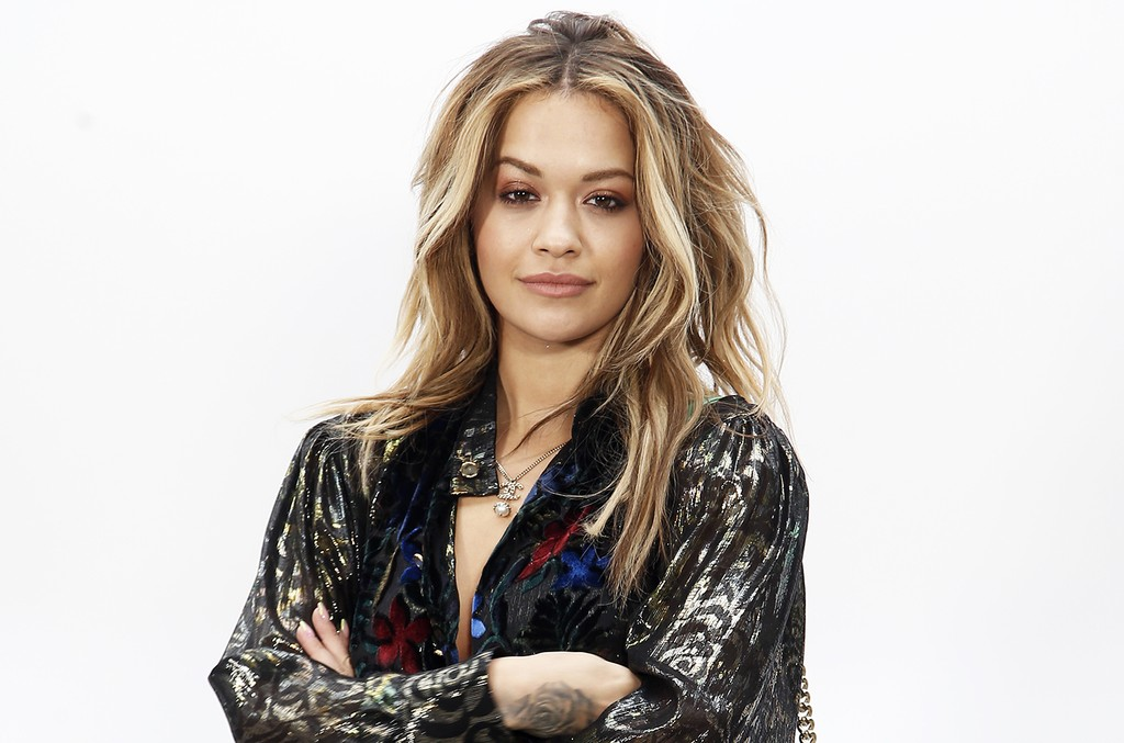 Rita Ora poses before Chanel's Fall-Winter 2017/2018 ready-to-wear fashion collection on March 7, 2017 in Paris.