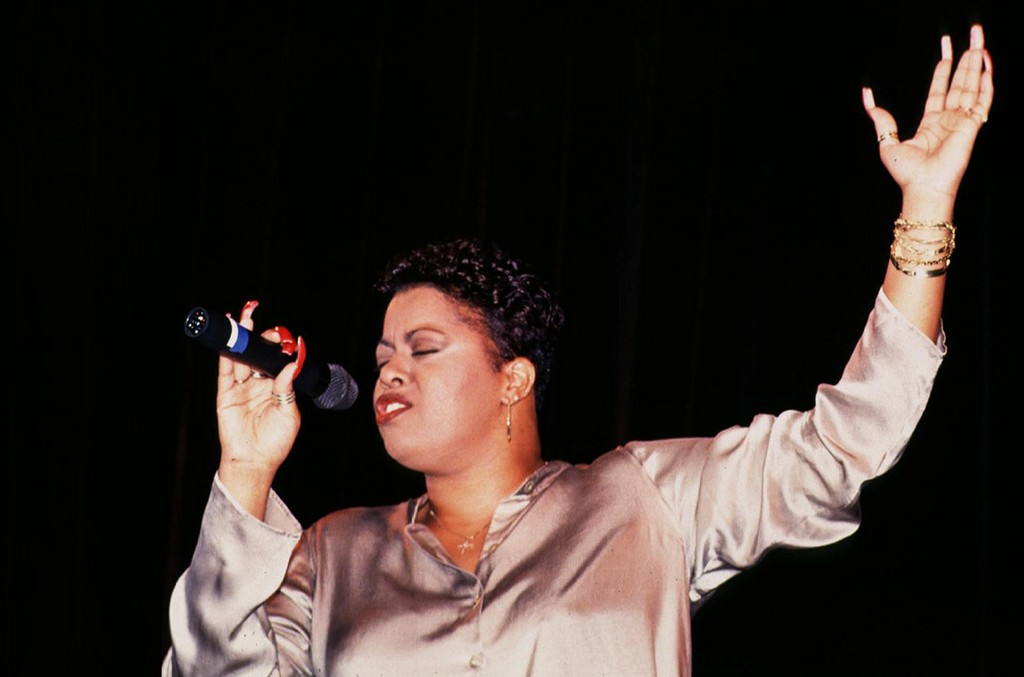 Robin S performs in 1994
