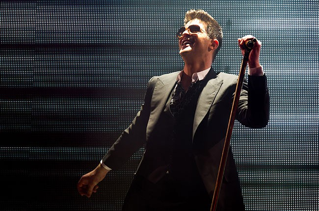 Robin Thicke Performing