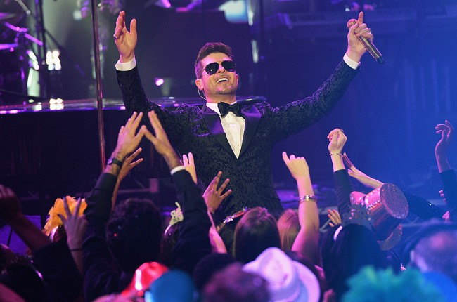 robin-thicke-new-years-eve-2014-dick-clark-650-430