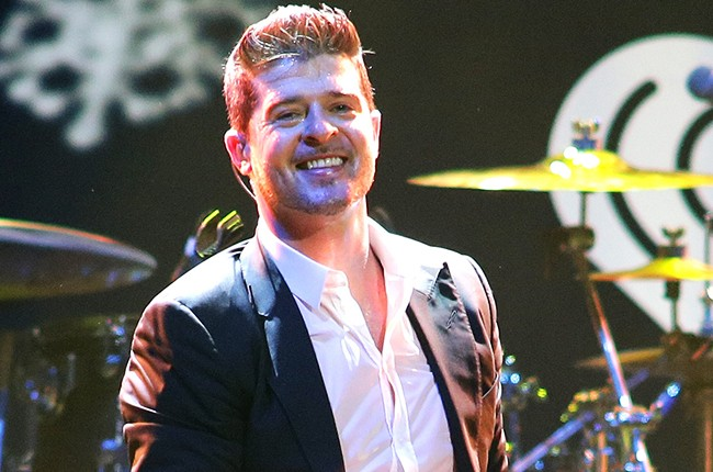 Robin Thicke performs for Jingle Ball 2013