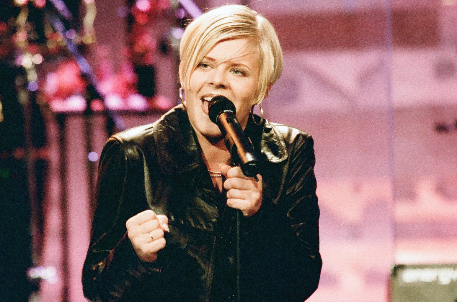 Robyn performs on The Tonight Show with Jay Leno on Aug. 13, 1997.