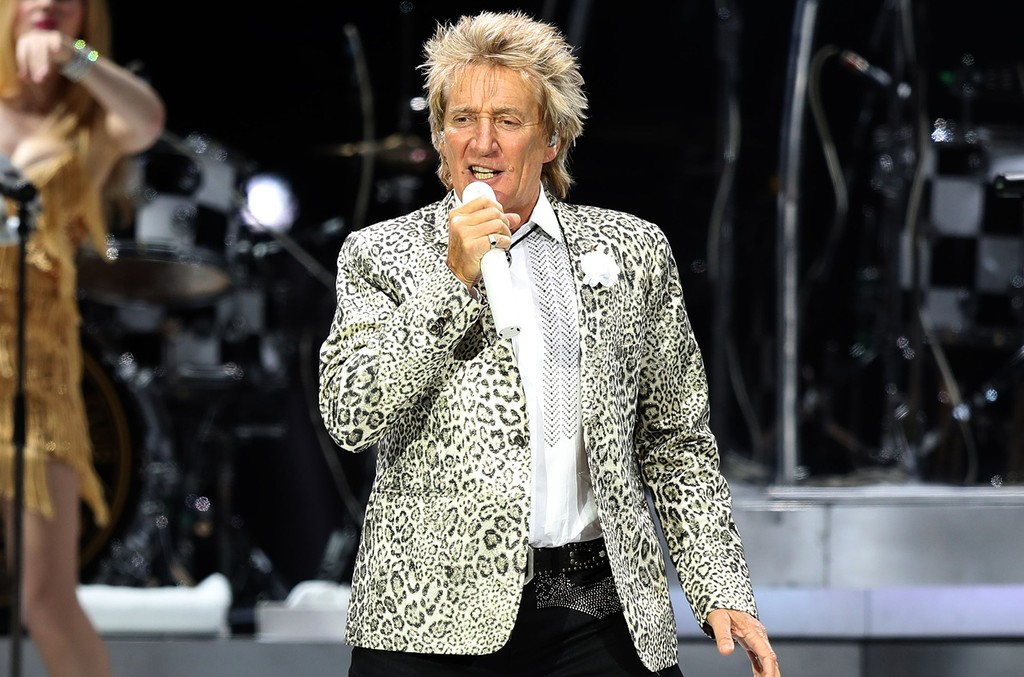 Rod Stewart performs in 2016