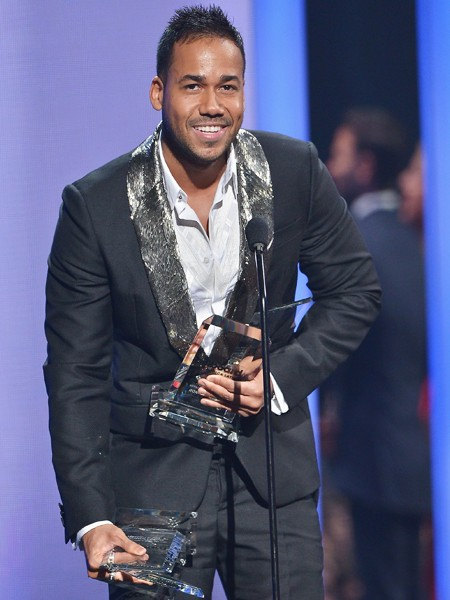 Romeo Santos accepts award at the 2015 Billboard Latin Music Awards