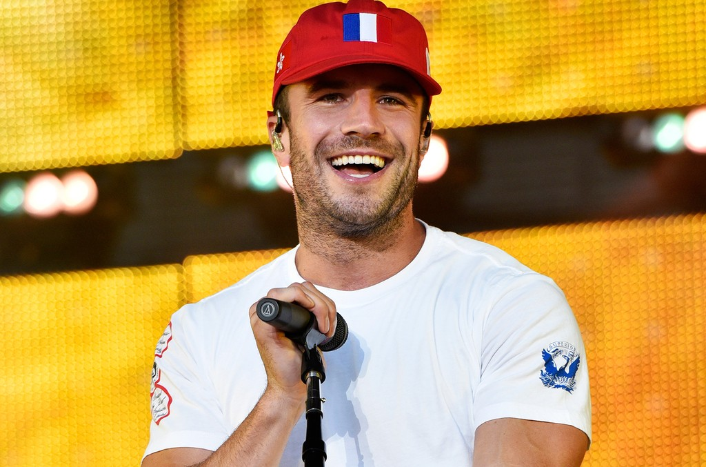 Sam Hunt performs at LakeShake at FirstMerit Bank Pavilion at Northerly Island on June 17, 2016 in Chicago.