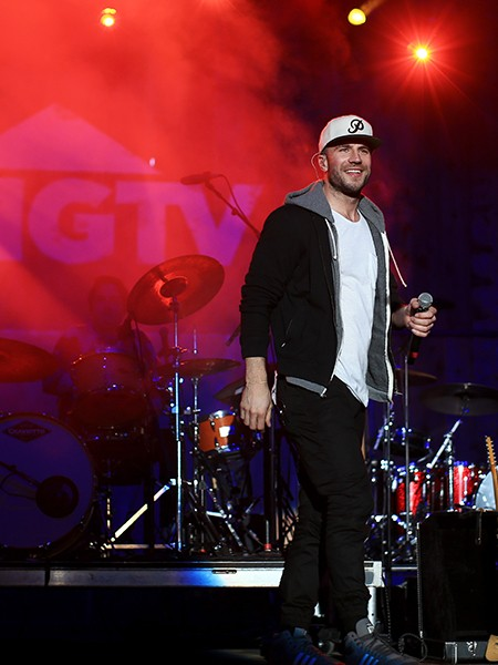 sam-hunt-super-bowl-week-2015-billboard-450
