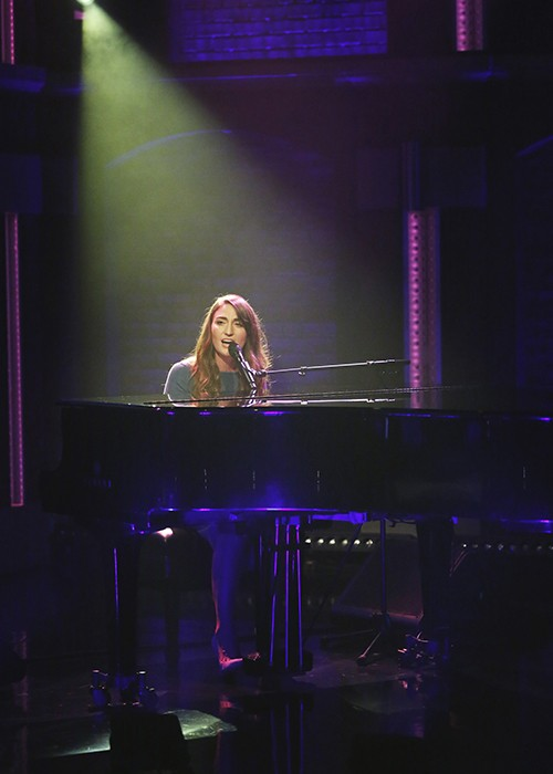 """Sara Bareilles performs on """"Late Night with Seth Meyers"""""""