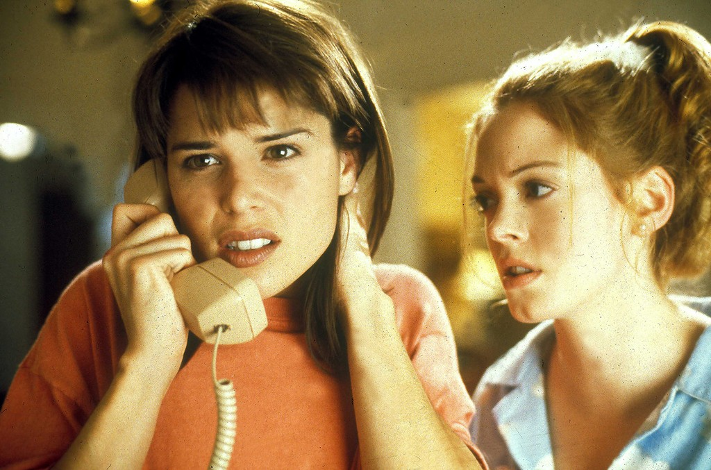 Neve Campbell and Rose Mcgowan in Scream.