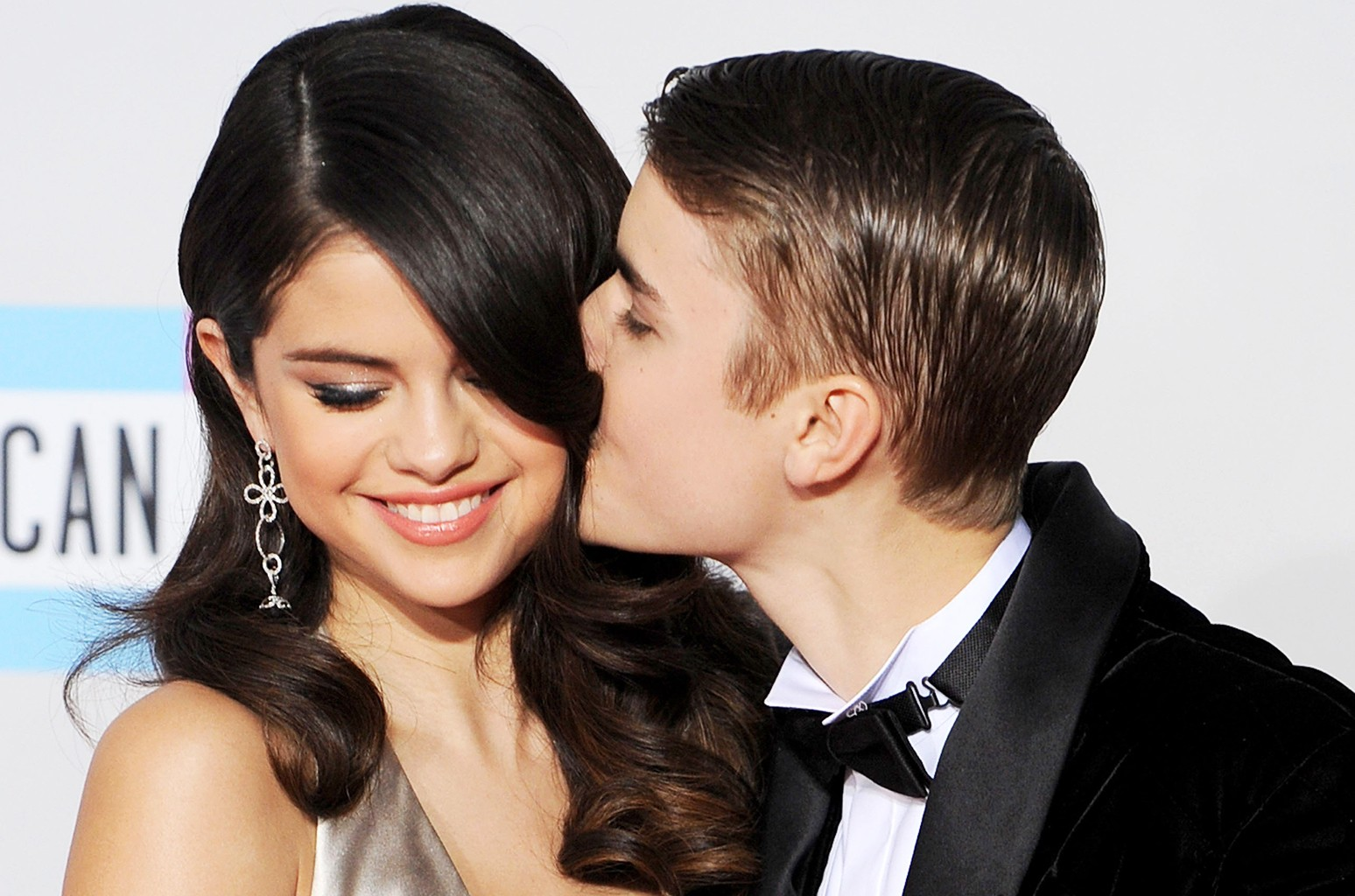 Selena Gomez and Justin Bieber at the 2011 American Music Awards