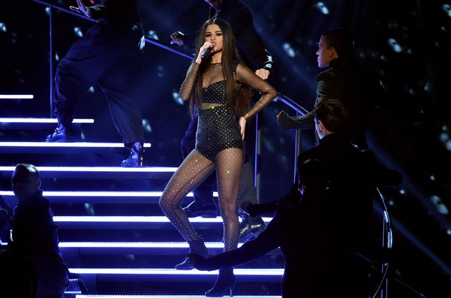 selena-gomez-show-performance-2015-billboard-650