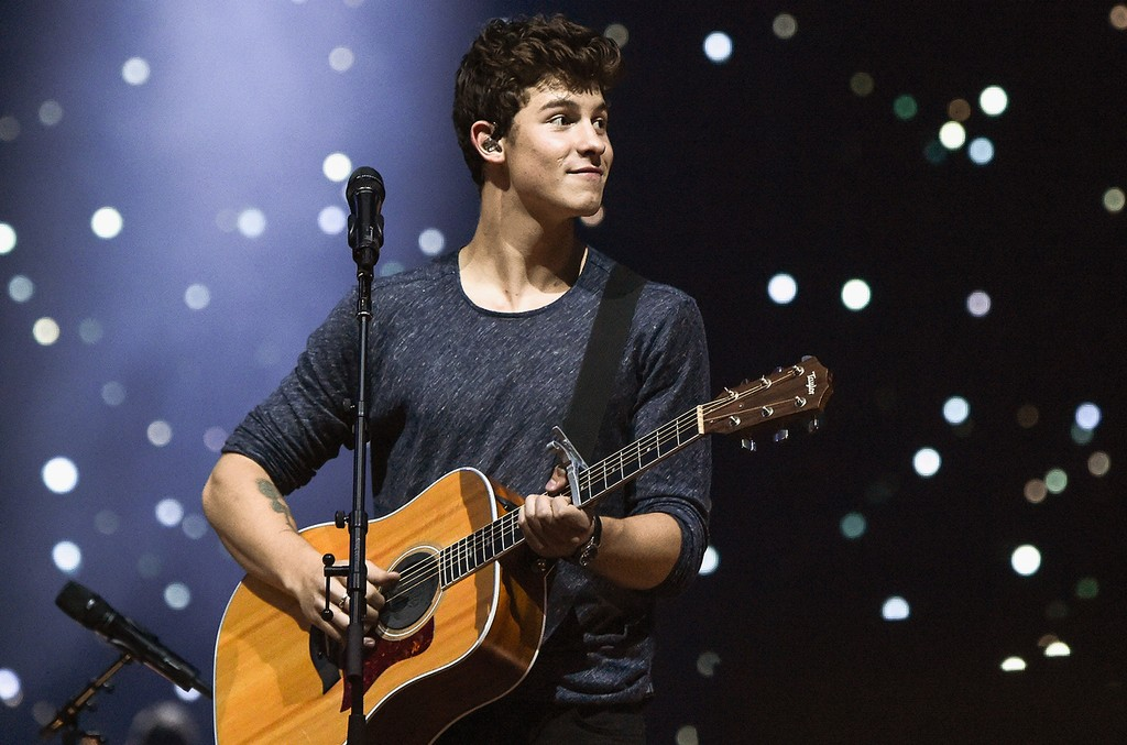 Shawn Mendes performs in 2016