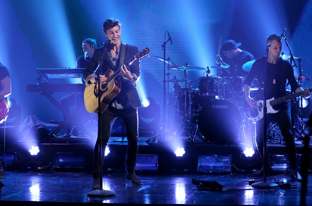 """Shawn Mendes performs """"There's Nothing Holdin' Me Back"""" on 'The Tonight Show Starring Jimmy Fallon' on June 19, 2017."""