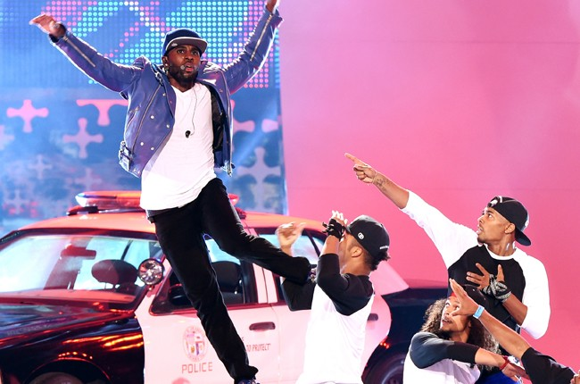 Jason Derulo performing during FOX's 2014 Teen Choice Awards