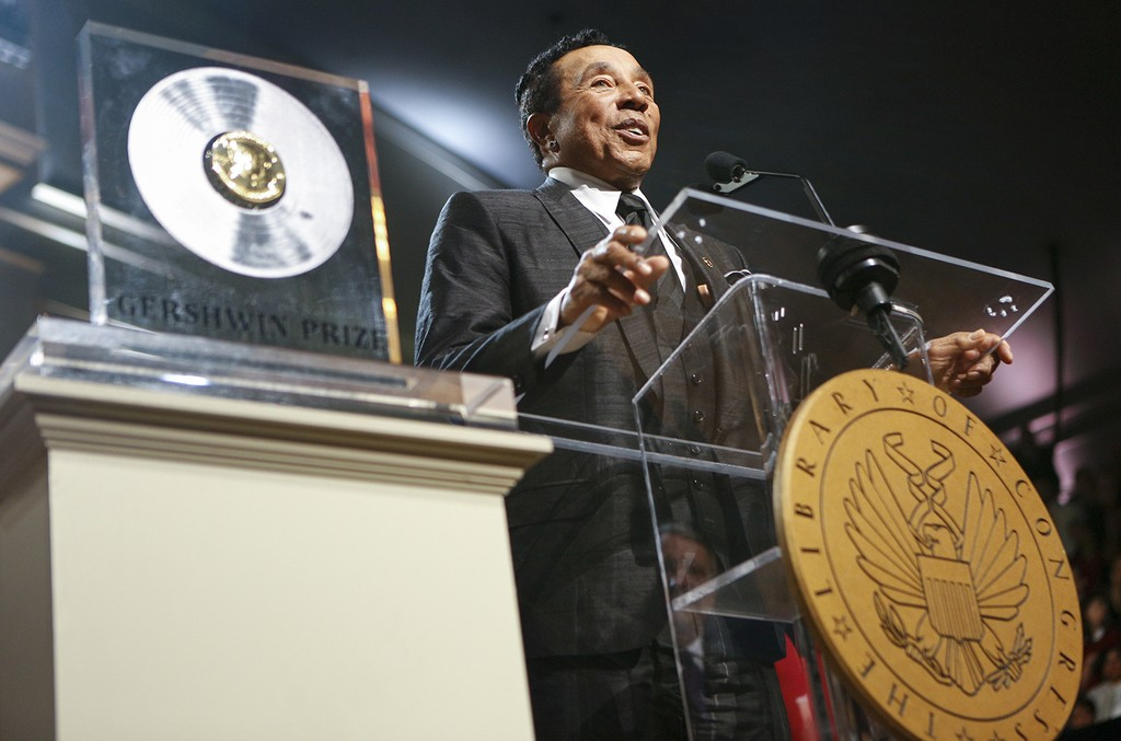 Smokey Robinson accepts the 2016 Library of Congress Gershwin Prize