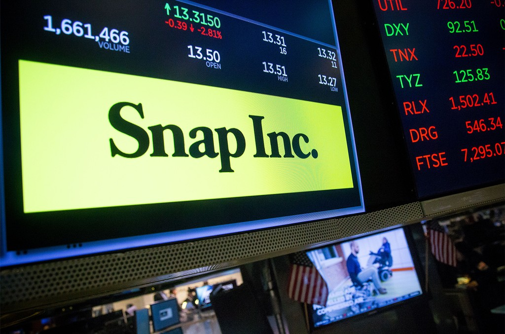 A monitor displays Snap Inc. signage on the floor of the New York Stock Exchange (NYSE) in New York on Sept. 25, 2017.