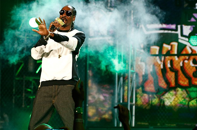 Snoop Dogg performs at the 2014 Billboard Music Awards