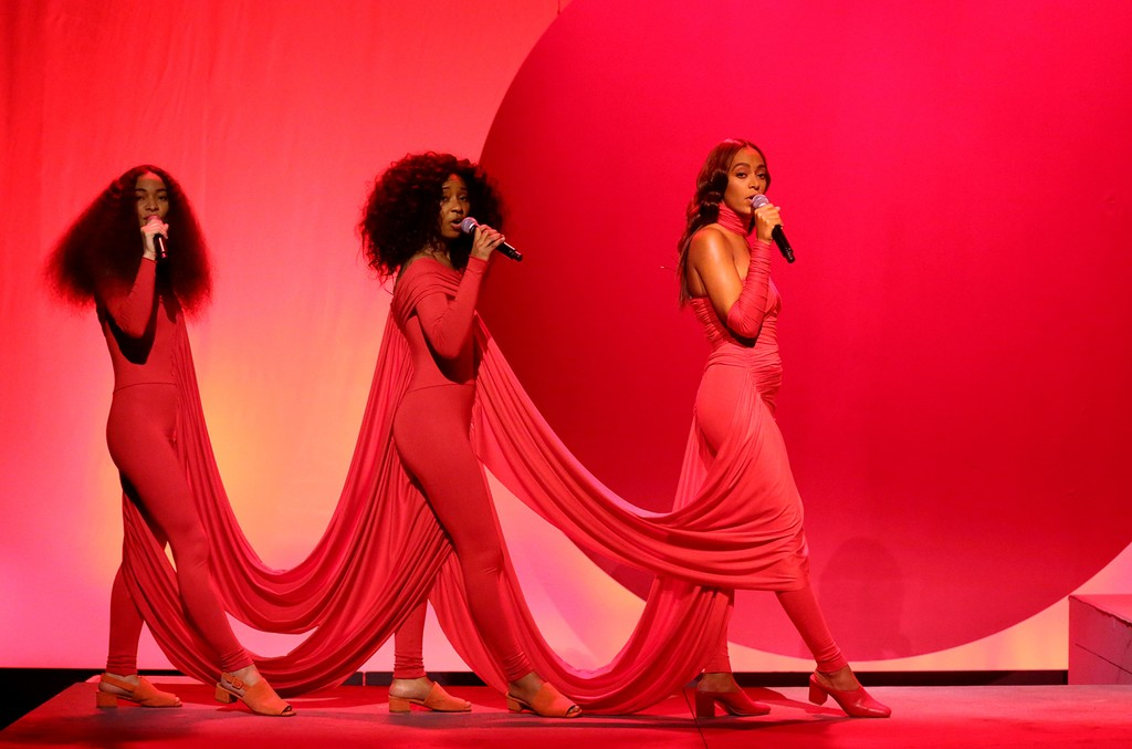 Solange performs on The Tonight Show Starring Jimmy Fallon on Dec. 15, 2016.