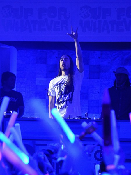 steve-aoki-whatever-super-bowl-parties-2015-billboard-450