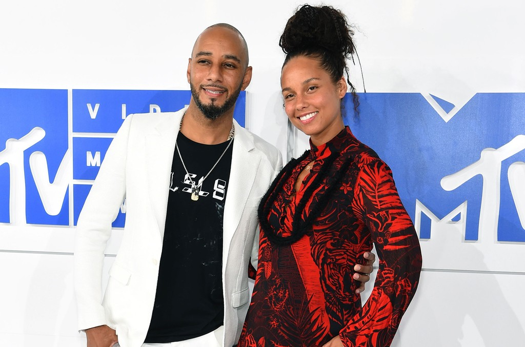 Swizz Beatz and Alicia Keys attend the 2016 MTV Video Music Awards