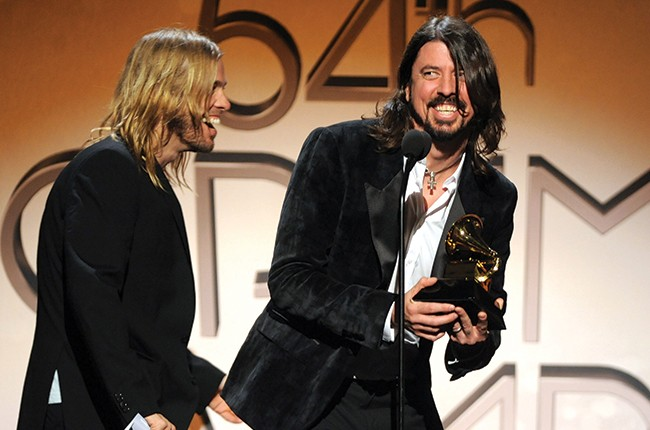 taylor-hawkins-and-dave-grohl-of-foo-fighters-grammys-2012-billboard-650