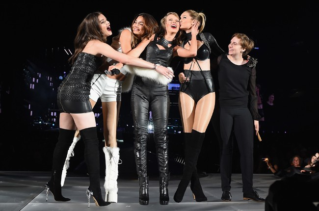 "Taylor Swift performs ""Bad Blood"" onstage with Hailee Steinfeld, Gigi Hadid, Lily Aldridge and Lena Dunham during The 1989 World Tour Live"