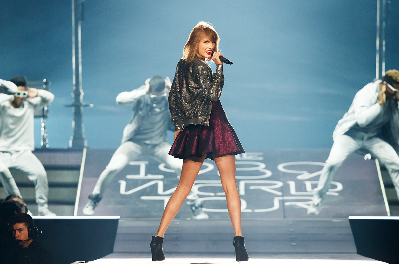 taylor-swift-1989-tour-2015-artist-of-the-year