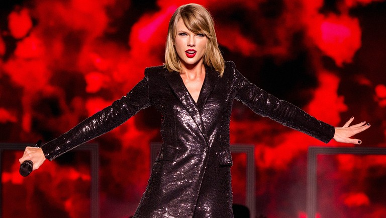 <p>Taylor Swift performs on stage during &quot&#x3B;The 1989 World Tour&quot&#x3B; at LSU Tiger Stadium on May 22, 2015 in Baton Rouge, La.&nbsp&#x3B;</p>