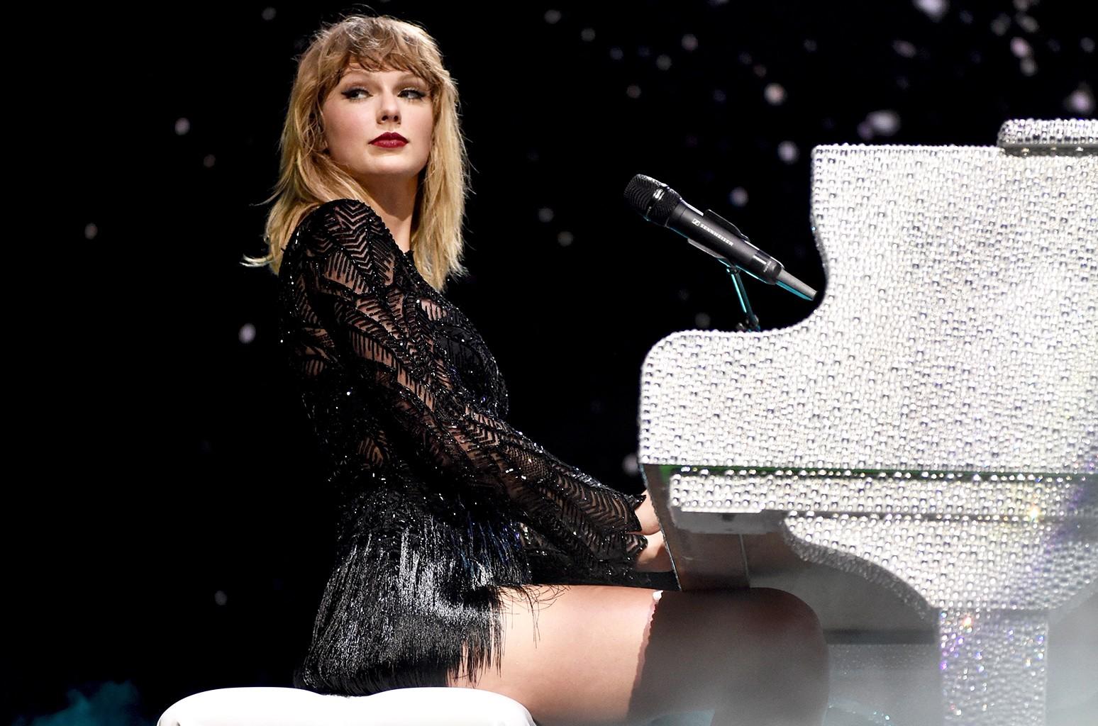 Taylor Swift S 2017 The Timeline Billboard