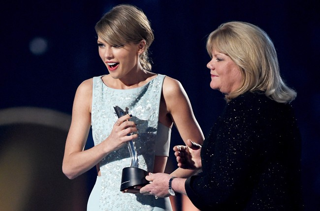 Taylor Swift accepts the Milestone Award ACM awards 2015