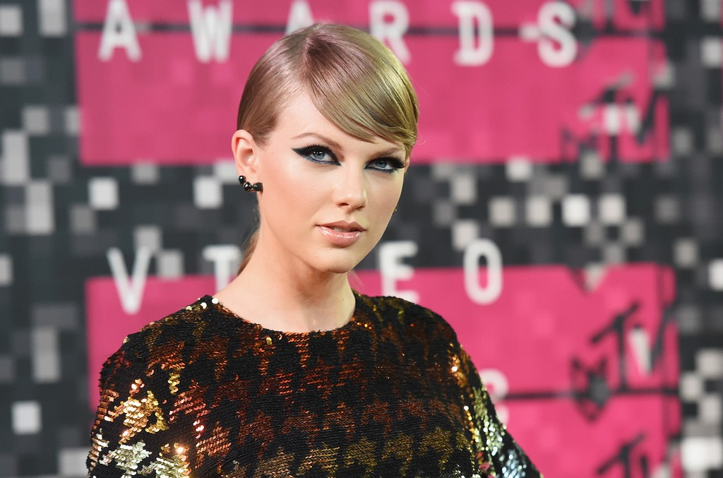 Taylor Swift attends the 2015 MTV Video Music Awards at Microsoft Theater on Aug. 30, 2015 in Los Angeles.