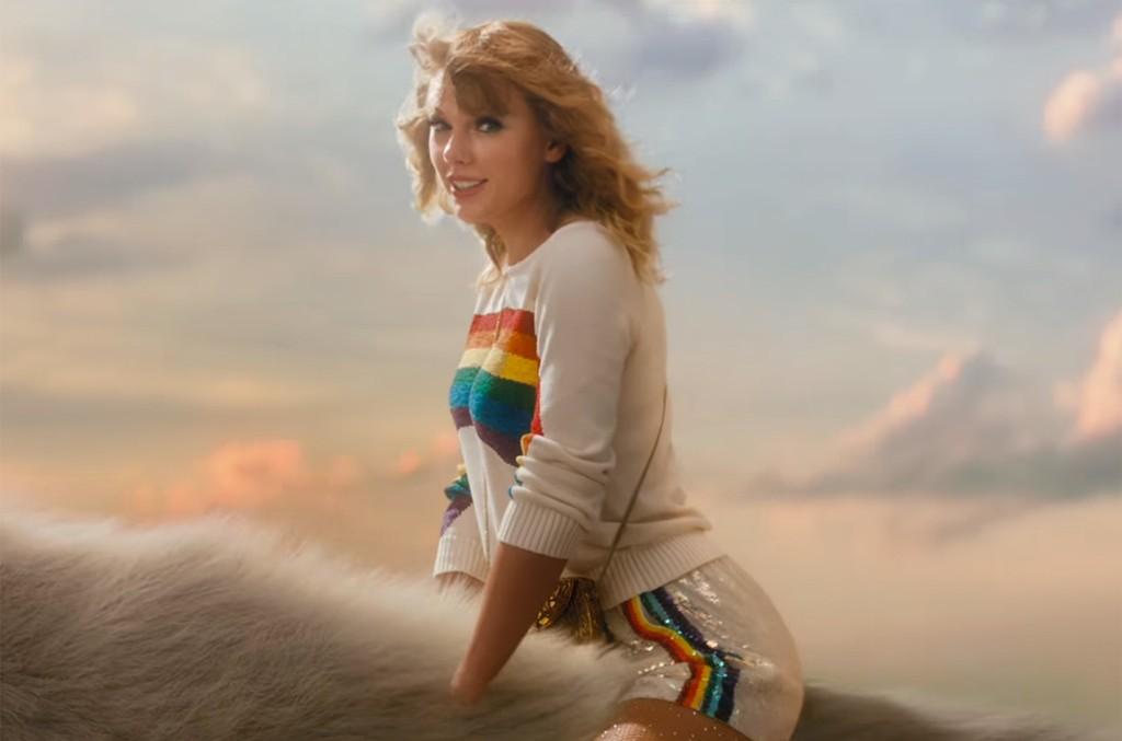 Taylor Swift's Caticorn Adventure