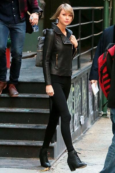 taylor-swift-dec-26-2014-leather-jacket-nyc-billboard-400