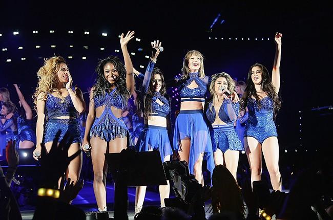 Taylor Swift, Dina Jane Hansen, Normani Kordei, Camila Corbello, Ally Brooke and Lauren Jauregi of Fifth Harmony