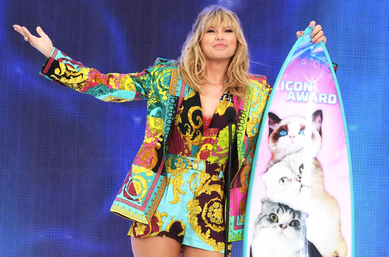 Taylor Swift Sends Fan Nearly 5 000 To Help Pay Her College Tuition Billboard